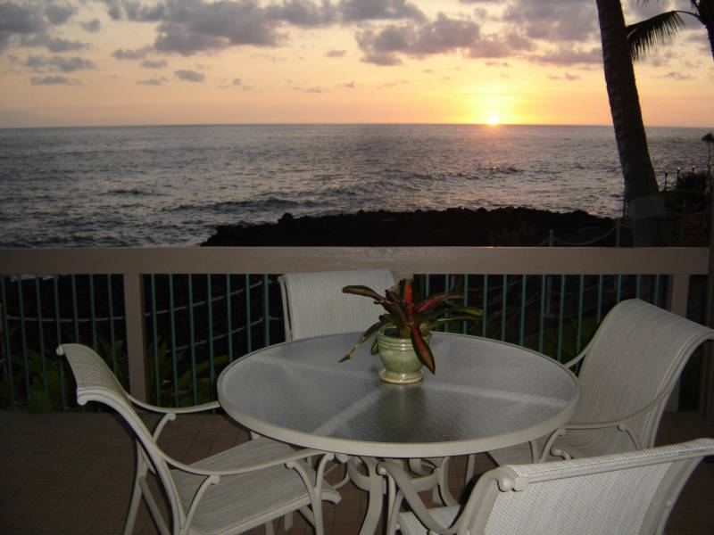 Sunset - Hawaii Beachfront Vacation Renta